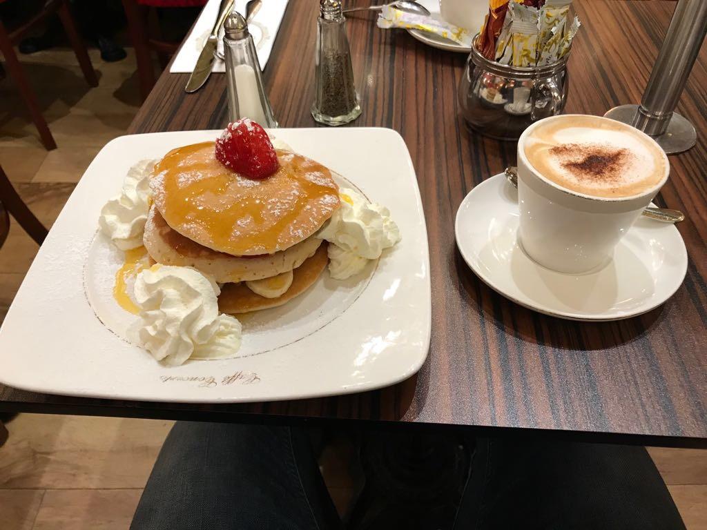 colazione pancake caffè